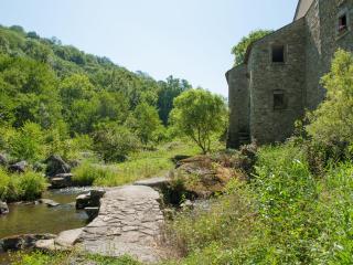 Face Nord-ouest du Moulin de Record, le BEZ/Ferrières, Tarn, Midi-Pyrénées, paradis de pêche + rando