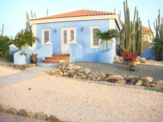 1 bedroom Blue Casita with King-size bed and kitchen