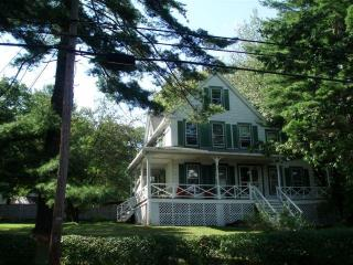 6 bedroom Lake Home 2 1/2 hours to NYC near Bethel Woods and Resort World Casino
