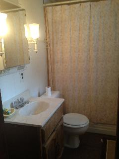 2nd fl full bathroom