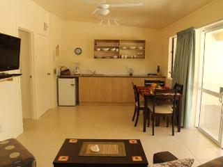 Coral Sands 1 bedroom Kitchen/dining area