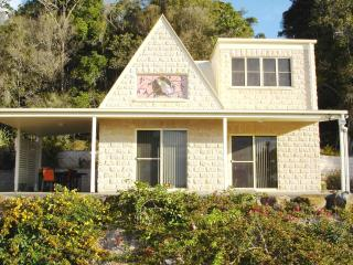 Cooroy Country Cottages (Cooroora Cottage)