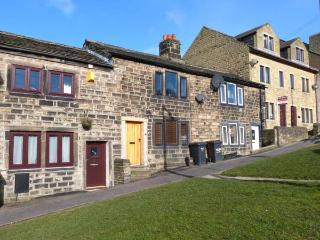 WEAVER'S COTTAGE, character cottage, woodburning stove and a king-size bed in Hebden Bridge, Ref 21623