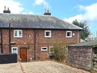 3 APSLEY COTTAGES, woodburner, off road parking, garden, in Canterbury, Ref