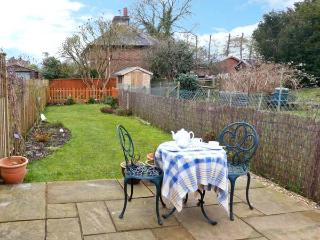 3 APSLEY COTTAGES, woodburner, off road parking, garden, in Canterbury, Ref 23423