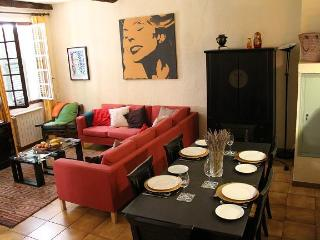 Heart of Old Nice. A 2 Bed Family Owned Apartment.