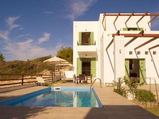 Stunning detached villa, private pool & sea views, Gennadi