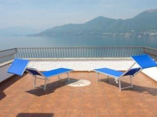 Penthouse overlooking Lake Maggiore, Brezzo di Bedero