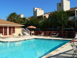 CLOSE TO SCHLITTERBAUN & AREA ATTRACTIONS- Beautiful 1 bedroom condo, Galveston