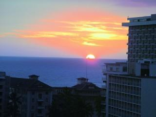 Waikiki 2 Blocks from Beach Panoramic Views, Honolulu