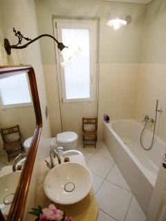 bathroom with very comfortable bath tub