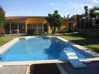 Elegant Villa with Swimming Pool, Braga