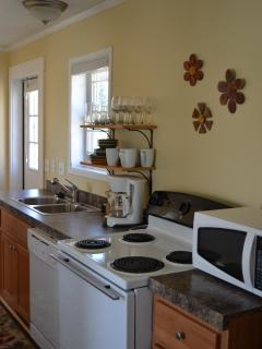 Galley style kitchen, fully equipped!