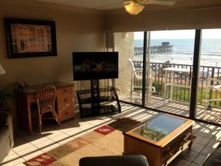 Penthouse- Next to Pier - Fully Renovated, Cocoa Beach