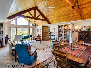 Bright and airy, spacious dog-friendly home on five acres!, Coeur d'Alene