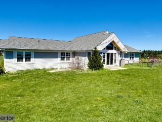 Bright and airy, spacious dog-friendly home on five acres!