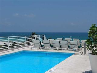 South Beach Ocean Drive Condo Suite w/Rooftop Pool, Miami Beach