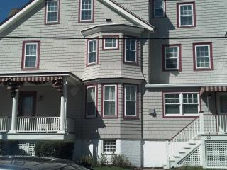 2 BR 2BA RENOVATED CONDO - STEPS FROM THE BEACH!, Cape May