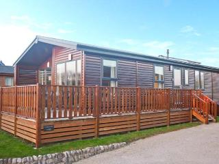 COTTON-TAIL LODGE, single-storey lakeside lodge in South Lakeland Leisure Village Ref 22492, Kendal