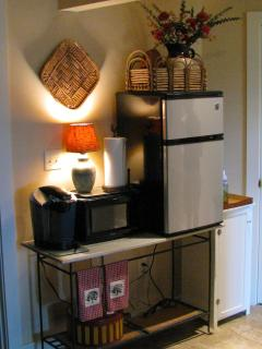 COFFE MAKER,MICROWAVE AND MINI FRIDGE W/FREEZER