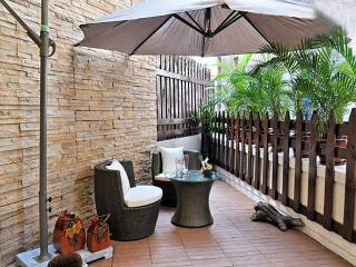 Asian Resort Style with rare Balcony in Hong Kong, Hongkong