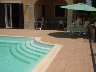 4 BEDROOM BRIGHT VILLA - PRIVATE POOL - WIFI - 3BIKES !!!, Siracusa