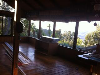 Malibu Getaway Cabin style house