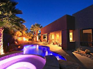 'Avalon' Misters, Pool, Spa, Firepit & Fun!, La Quinta