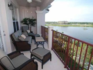 Emerald Isle Luxury Condo @ Vista Cay