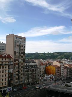 CENTRAL & LIGHT WITH AWESOME VIEWS OF BILBAO
