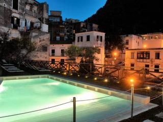 Cartiera with Pool - situated in Amalfi town