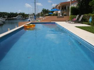 Beautiful, large 2 bdrm, 2 bthrm unit in a 4-Plex, on the canal to the Caribbean, Puerto Aventuras