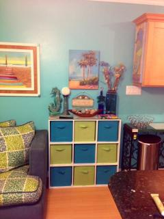 Tropical Delight With Tons of Storage, Extra Cold AC, Free WIFI, 2HDTVS, iPod Hookup, & 2 DVDs