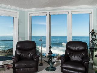 Beautiful Oceanfront Condo-HDTV/WiFi, Pool/Hot Tub, Depoe Bay