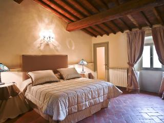 Elegant 1 Bedroom Vacation Apartment in Florence