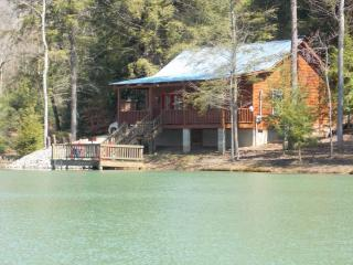Two's Company- secluded cabin- small lake- fishing