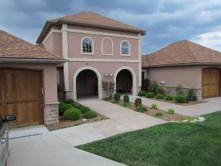 Tuscany Hills-3 bedroom/2 bath villa located at Branson Creek!