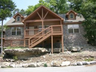 Dragan's Den - Relaxing 2 Bedroom, 2 Bath Pet-Friendly Lodge! Features a Wii!, Branson West