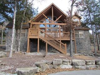 Stone's Throw- Spacious 4 bedroom, 4 bath lodge at StoneBridge Resort, Branson West