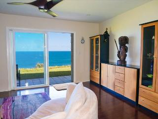 Oceanfront views from every room, upgraded luxury 1br/2ba on ground floor, Princeville