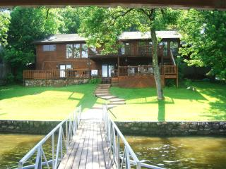 Harmony 3400 Sq Ft, 5BR, 6BA Lakefront w/ Hot Tub, Lake of the Ozarks