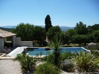 "Fabulous 1 Bedroom Cottage with a ""Zen"" Pool, View of Luberon, WiFi, Saint-Saturnin-les-Apt"