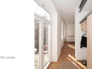 Bright + decent architect's residence near AKH, Viena