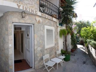 Viking House, Unit 1 - Apartment in stone house, Split