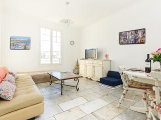 Cannes Spacious 88 sqm Centre Cosy 2BR sleeps 6/8
