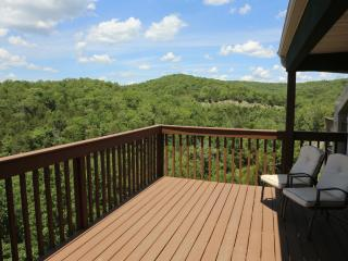 Branson Condo Rental | Eagles Nest | Indian Point | Silver Dollar City | Lake Views (0610606)