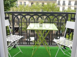 Studio Apartment Near Champs Elysees and the Madeleine, París