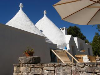 White trullo, villa with pool, Martina Franca
