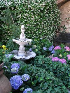 The fountain in the garden of La Casa nel Borgo