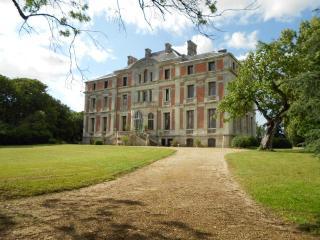 Palais italien dominant la vallée de la Loire